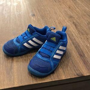 Babies/toddler Adidas sneakers size 7
